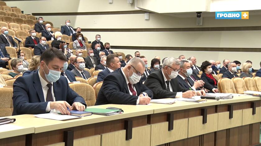 В Гродно председатель облисполкома Владимир Караник вручил правительственные награды.